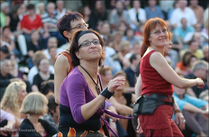 Sie betrachten ein Bild aus dem Artikel: Staff Benda Bilili am Ringlokschuppen