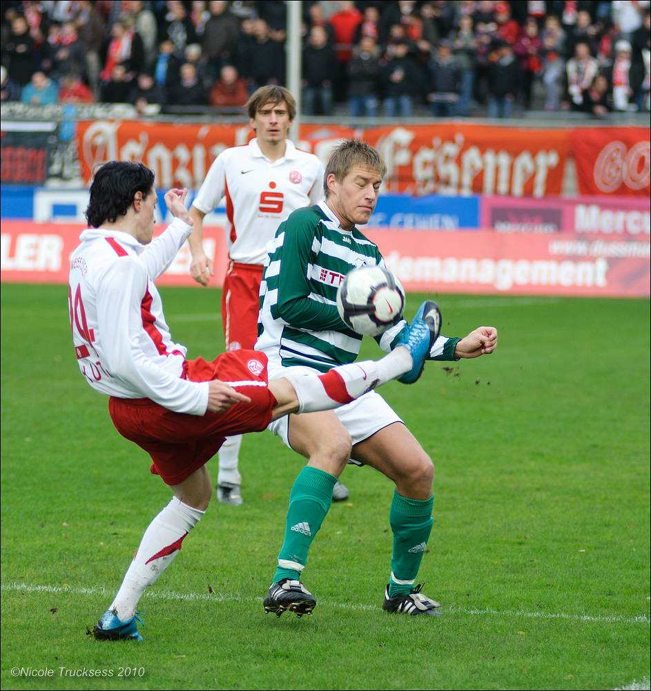 Sie betrachten ein Bild aus dem Artikel: VfB Speldorf bärenstark an der Hafenstraße